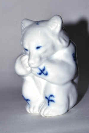 0075 Bear - blue decoration.jpg (41921 byte)